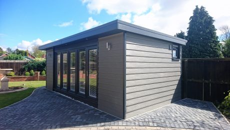 Large Grey Garden Office/ garden annexe xwith Block-paving