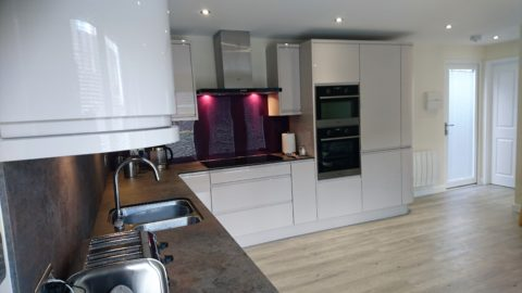 full kitchen in white gloss